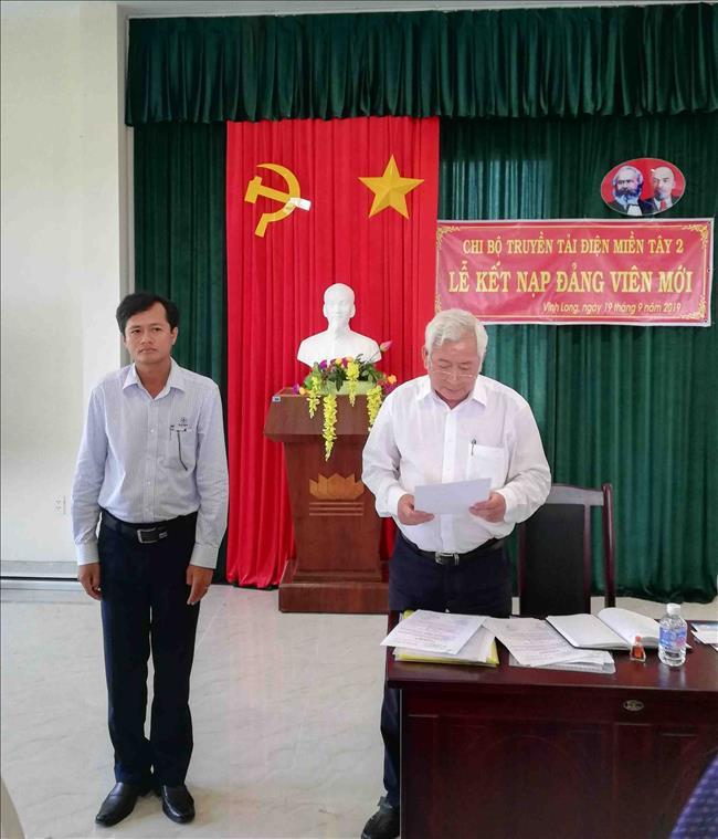 Chi bộ Truyền tải điện Miền Tây 2 tổ chức lễ kết nạp đảng viên mới