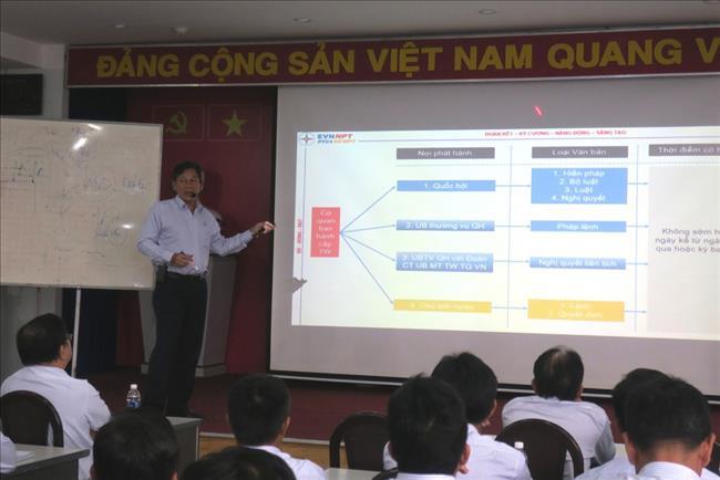 Truyền tải điện Thành phố Hồ Chí Minh tổ chức lớp bồi huấn kiến thức văn bản pháp luật năm 2019