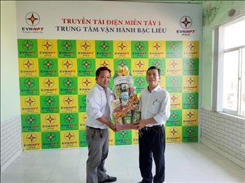 Công đoàn Truyền tải điện miền Tây 1 tổ chức thăm, tặng quà cho đoàn viên, người lao động nhân dịp Tết Canh Tý 2020