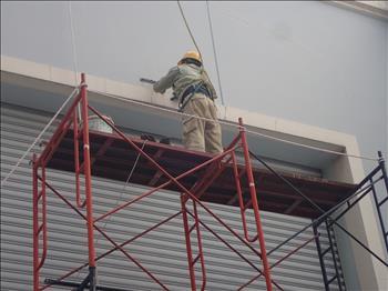 Thay hệ thống đèn tiết kiệm điện trong Trạm 220kV Tao Đàn.