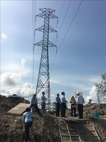 Phối hợp kiểm tra công tác bảo vệ an toàn công trình lưới điện cao áp trên địa bàn thành phố Cần Thơ.
