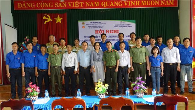 Tuyên truyền bảo vệ hành lang lưới điện cao áp trên địa bàn xã Tân Tiến.