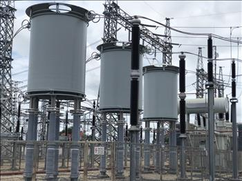 Đóng điện đưa vào vận hành an toàn  kháng hạn dòng 220kV tại Trạm 220kV Nhà Bè