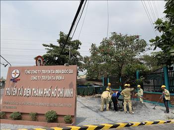 """Đoàn thanh niên thực hiện """"Cải tạo mảng xanh khu vực trước nhà điều hành Truyền tải điện Thành Phố Hồ Chí Minh"""" nhân dịp tết Nguyên Đán Tân Sửu năm 2021."""