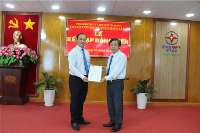 Chi bộ Truyền tải điện Miền Tây 3 tổ chức kết nạp Đảng viên