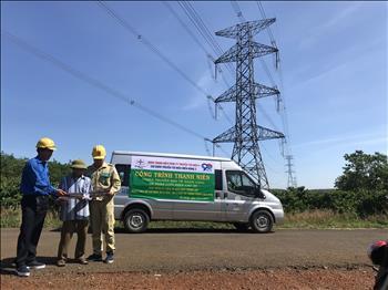 Chi đoàn Truyền tải điện miền Đông 2 tuyên truyền bảo vệ hành lang an toàn lưới điện cao áp trên địa bàn huyện Bù Đăng.