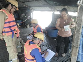 Chi đoàn TTĐ Miền Đông 1 phối hợp Đội TTĐ Định Quán tổ chức tuyên truyền bảo vệ hành lang an toàn lưới điện cao áp khu vực Sông La Ngà, huyện Định Quán, tỉnh Đồng Nai