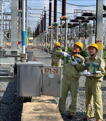"""""""Tuân thủ"""" để hoàn thành tốt công tác quản lý vận hành và ngăn ngừa sự cố trên lưới điện Truyền tải."""