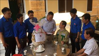 Chi đoàn TTĐMT2 thăm hỏi Anh Nguyễn Thanh Phú- Điều hành viên trạm 500kV MỸ Tho nhân ngày 26/3 thành lập đoàn TNCS HCM.