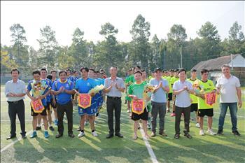 Công đoàn Truyền tải điện miền Đông 2  Tổ chức giải bóng đá chào mừng kỷ niệm 46 năm Ngày Giải phóng miền Nam, thống nhất đất nước (30/4/1975 - 30/4/2021) và Quốc tế lao động 1/5/2021.
