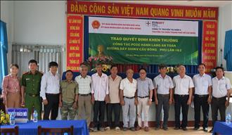 Trao quyết định khen thưởng công tác chữa cháy ngoài hành lang an toàn 02 đường dây 500kV Cầu Bông – Phú Lâm mạch 1&2