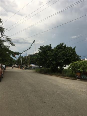 Đội Thủ Đức phối hợp tổ dân phòng tự quản địa phương  ngăn chặn kịp thời nguy cơ vi phạm  hành lang an toàn lưới điện