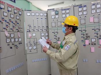 Truyền tải điện miền Đông 2 - Người lính canh giữ lưới điện Bình Dương