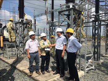 Lãnh đạo Công ty Truyền tải điện 4 thăm hỏi, ủy lạo công trường tại trạm 220kV Ô Môn 2